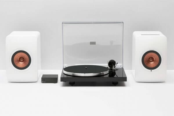 Audio technology package display including KEF LS50 Wireless Dual Speakers, Pro-Ject Xpression Carbon Classic Turntable, and Pro-Ject Phono Box S2 Pre-amplifier.