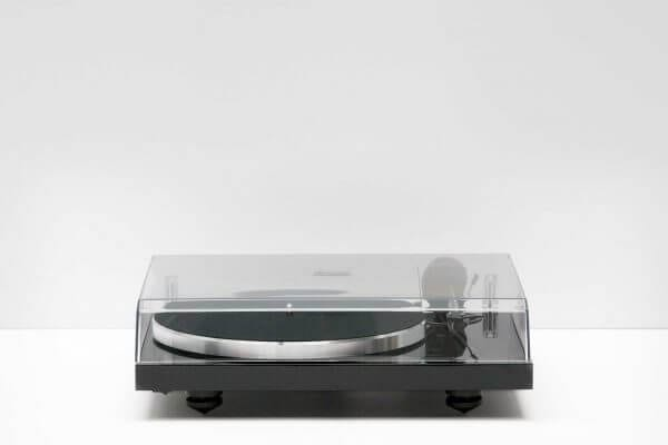 Pro-Ject Debut Carbon DC Turntable closed overhead clear glass lid. 6th Generation Hi-Fi classic stainless steel in a dark black theme. It stands at 16.3 inches tall and 4.6 inches wide.
